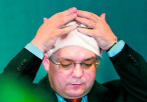 Cu pretul demisiei, Emil Boc isi asuma mentinerea stabilitatii macroeconomice