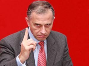 38 de sefi de organizatii PSD au mandat pentru excluderea lui Geoana